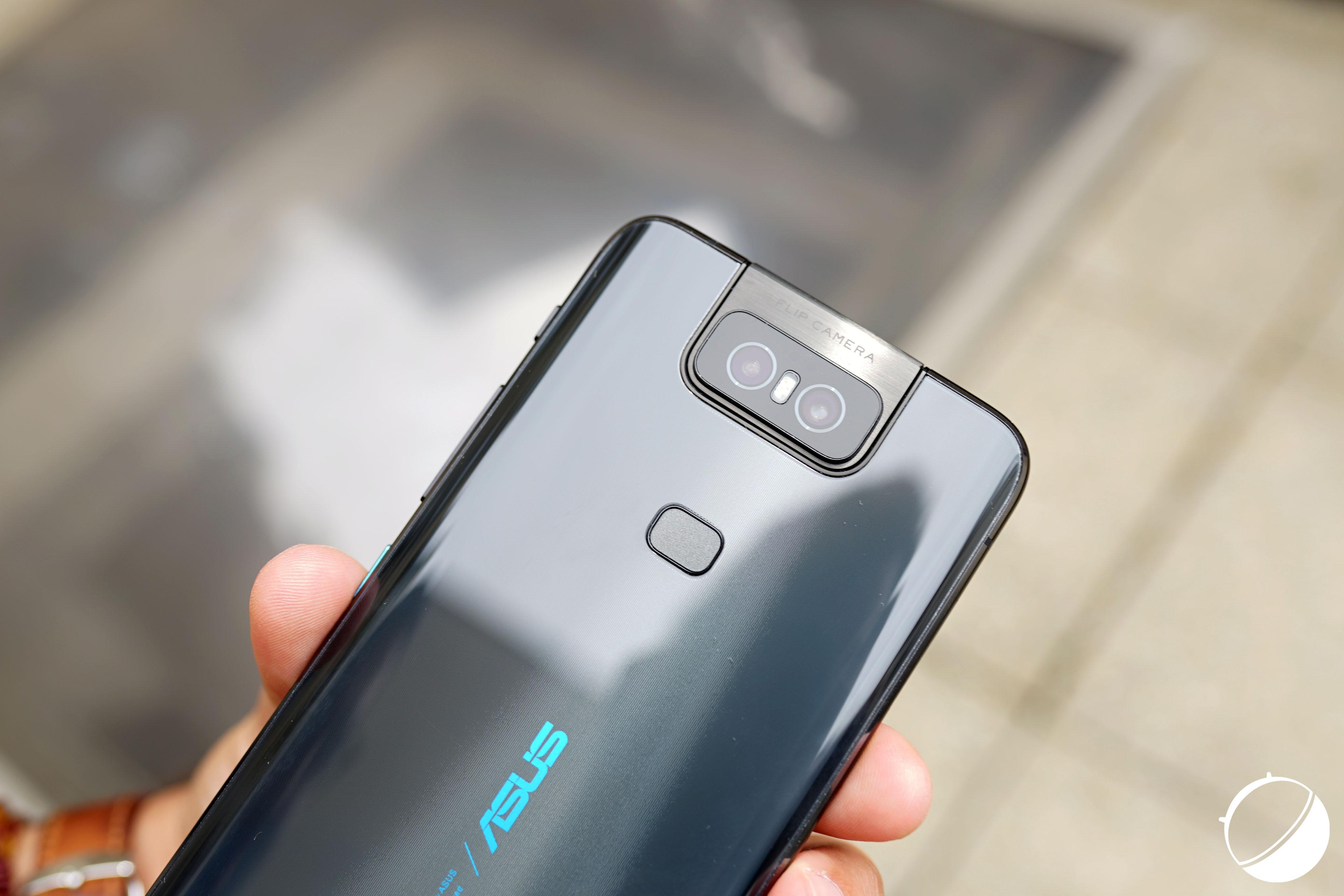 Le ZenFone6, ici de dos, sera le premier smartphone d'Asus à disposer d'Android11