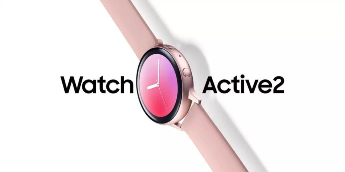 La Samsung Galaxy Watch Active 2 se montre écran allumé en photo