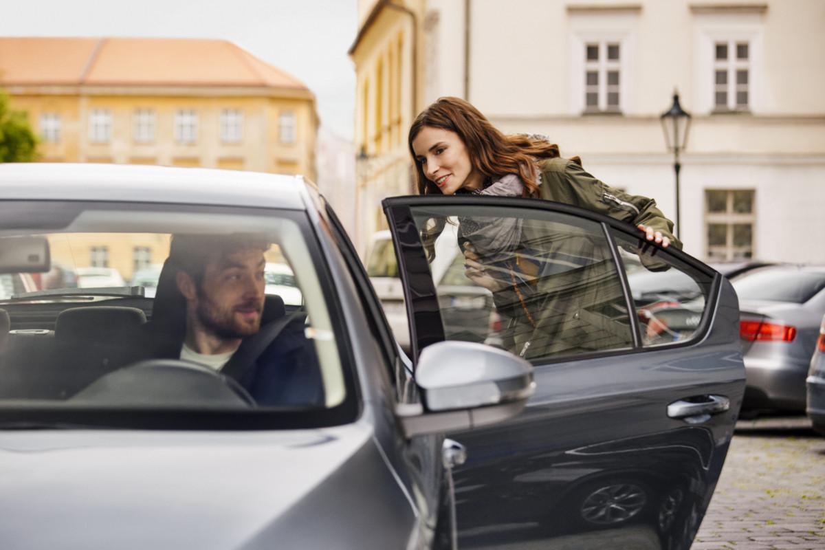 Uber obligera les chauffeurs et passagers à porter des masques