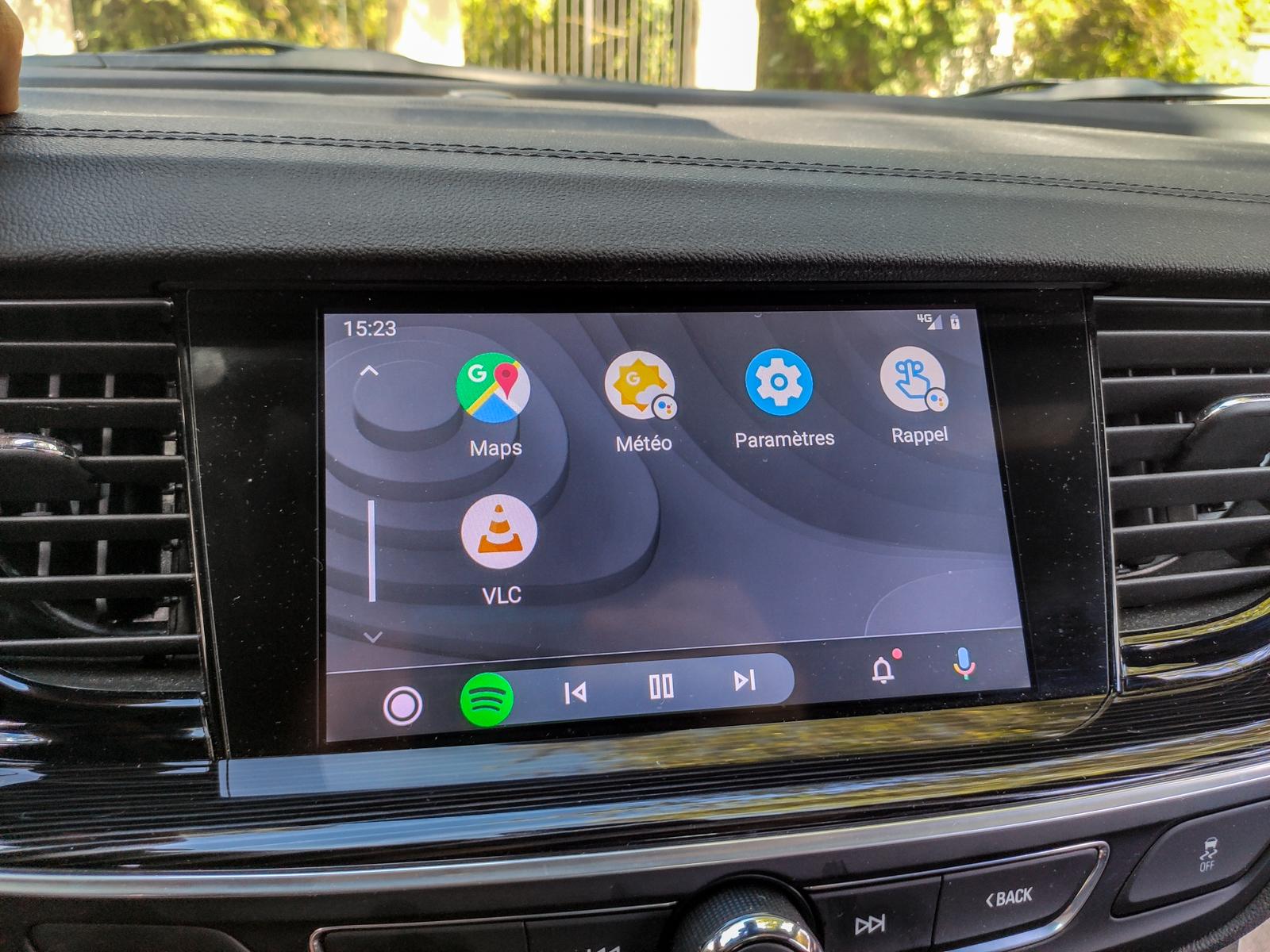 Android Auto s'habille désormais de fonds d'écrans personnalisables - Frandroid