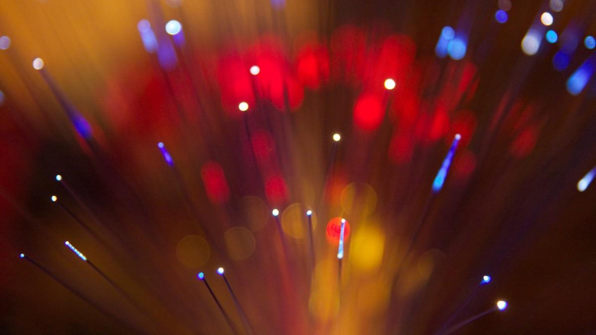 Des fibres optiques / Alexandre Delbos sur Flickr CC-BY 2.0