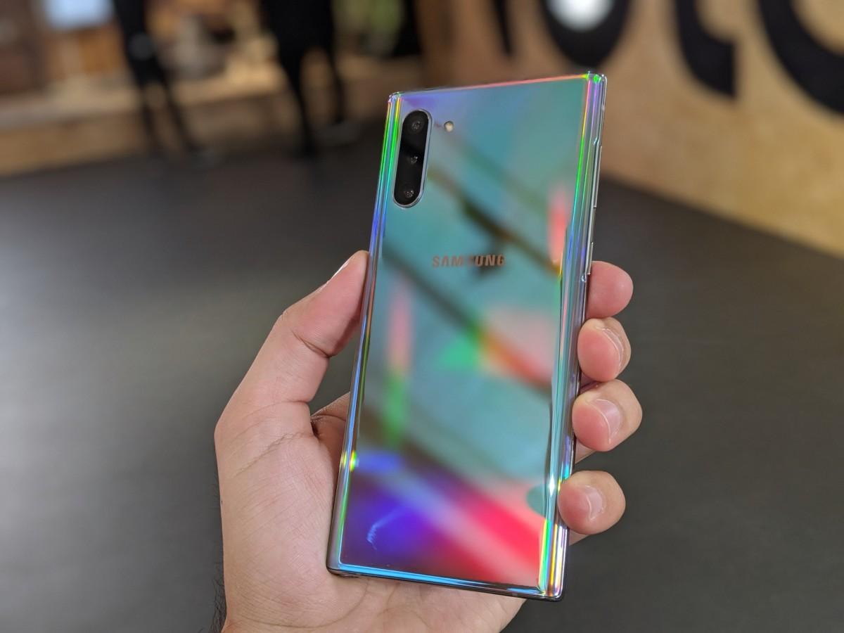 Le Galaxy Note 10 dans son coloris «Argent Stellaire», disponible chez SFR / Image : FrAndroid