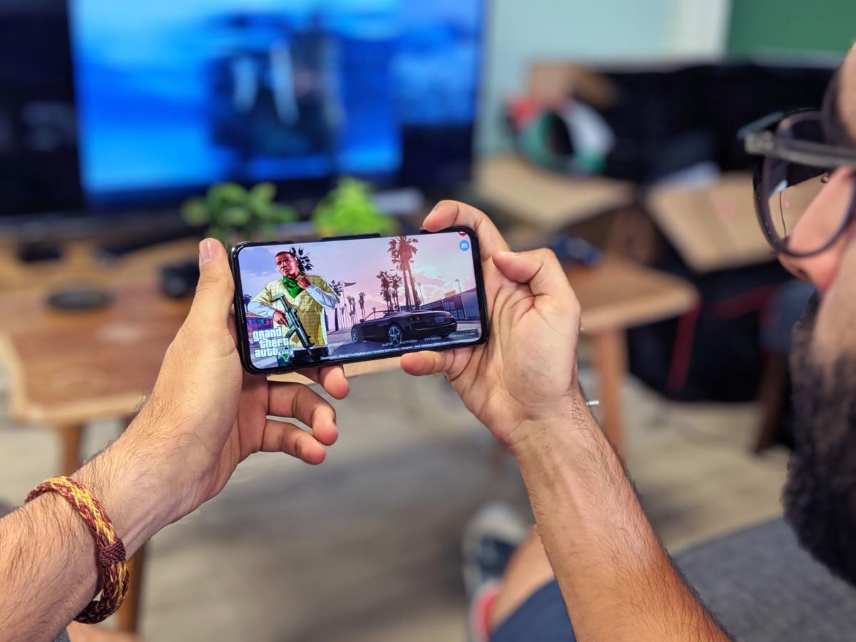 On a joué à GTA V sur Android via une fausse démo russe : récit d'un calvaire rigolo