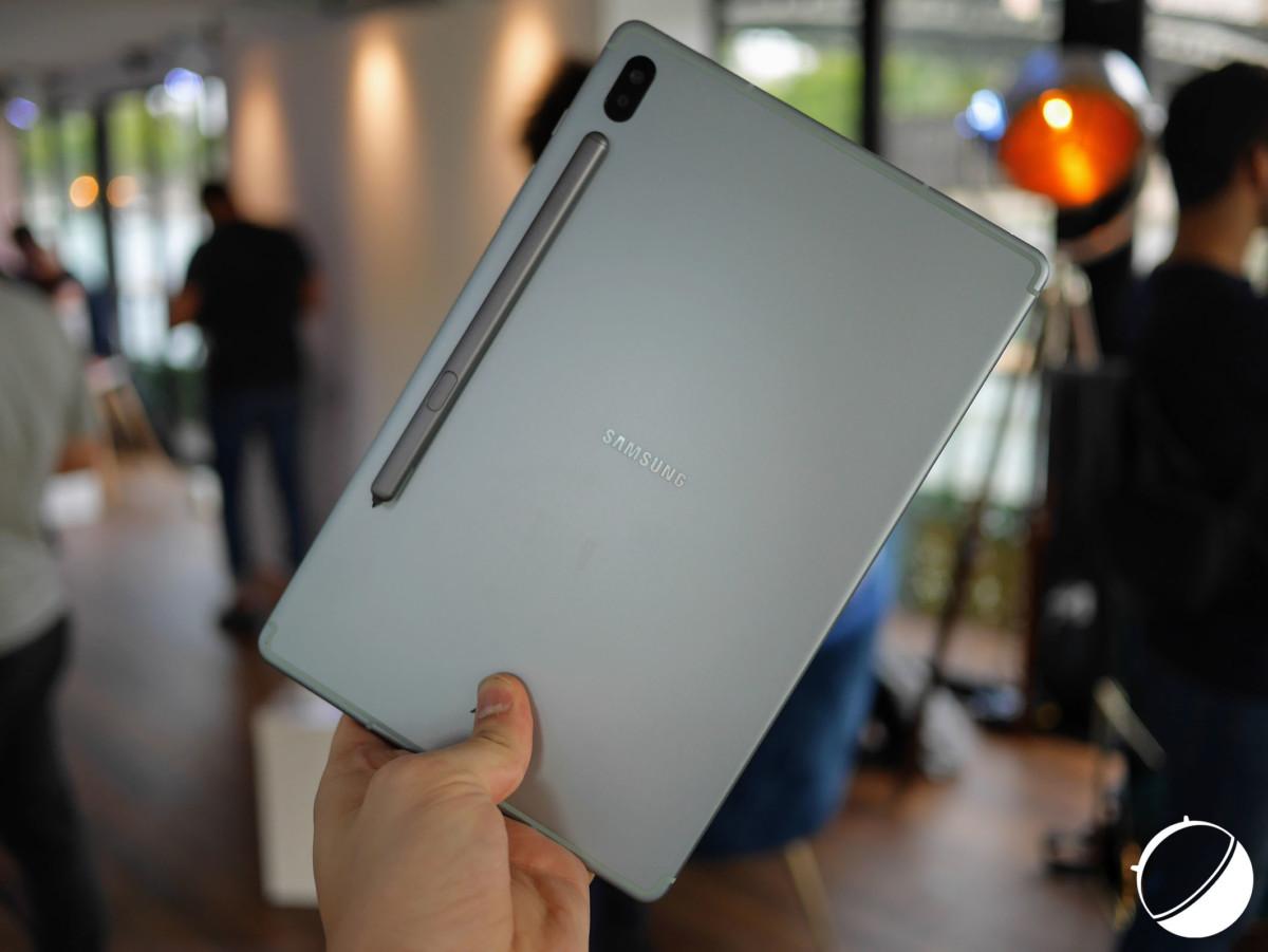 Le stylet aimanté au dos de la Galaxy Tab S6