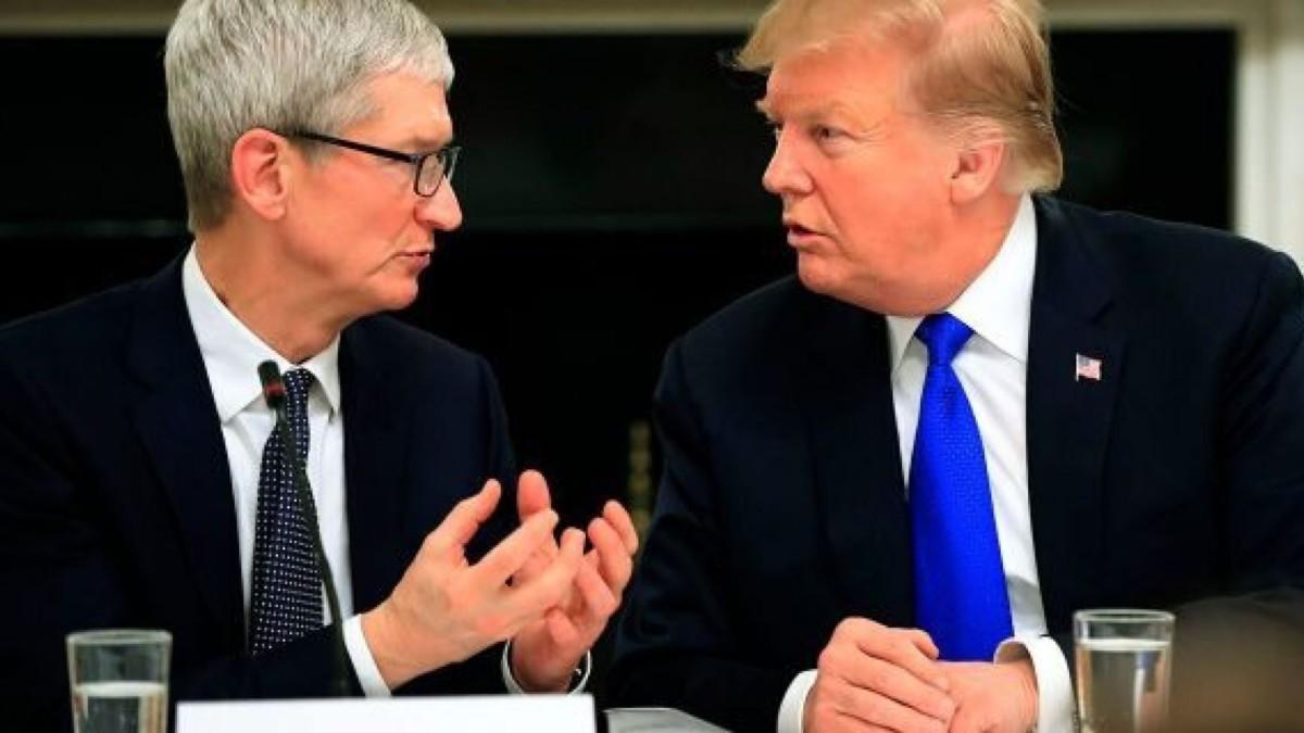 Donald Trump en discussion avec Tim Cook d'Apple.