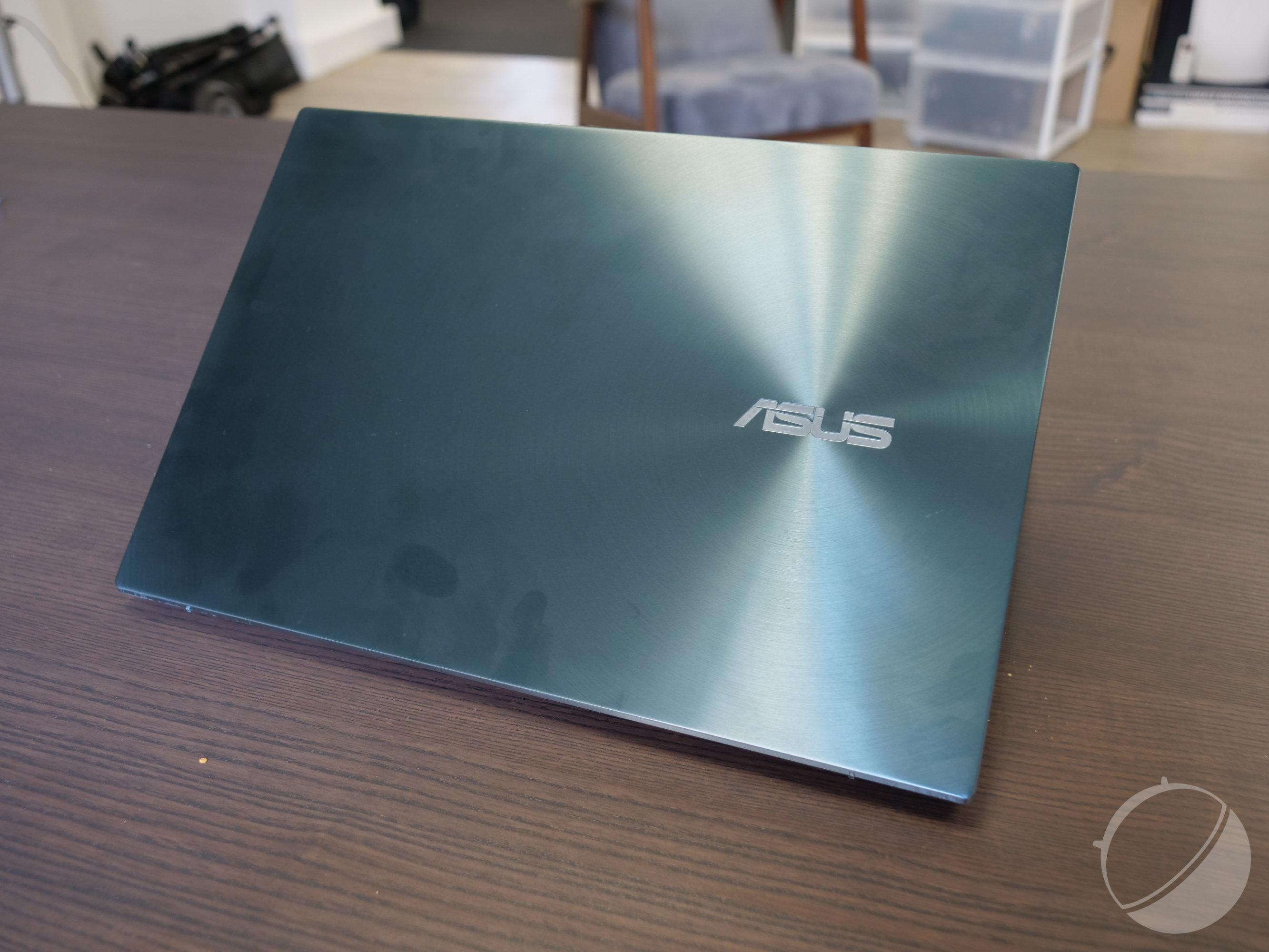 Test du Asus ZenBook Pro Duo UX581 (4K OLED) : deux écrans pour le prix de deux