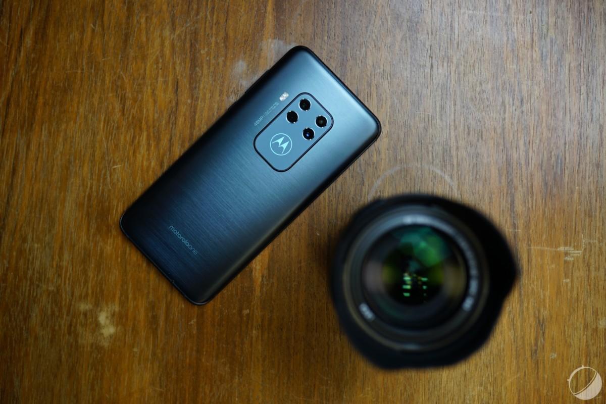 Le Motorola One Zoom.