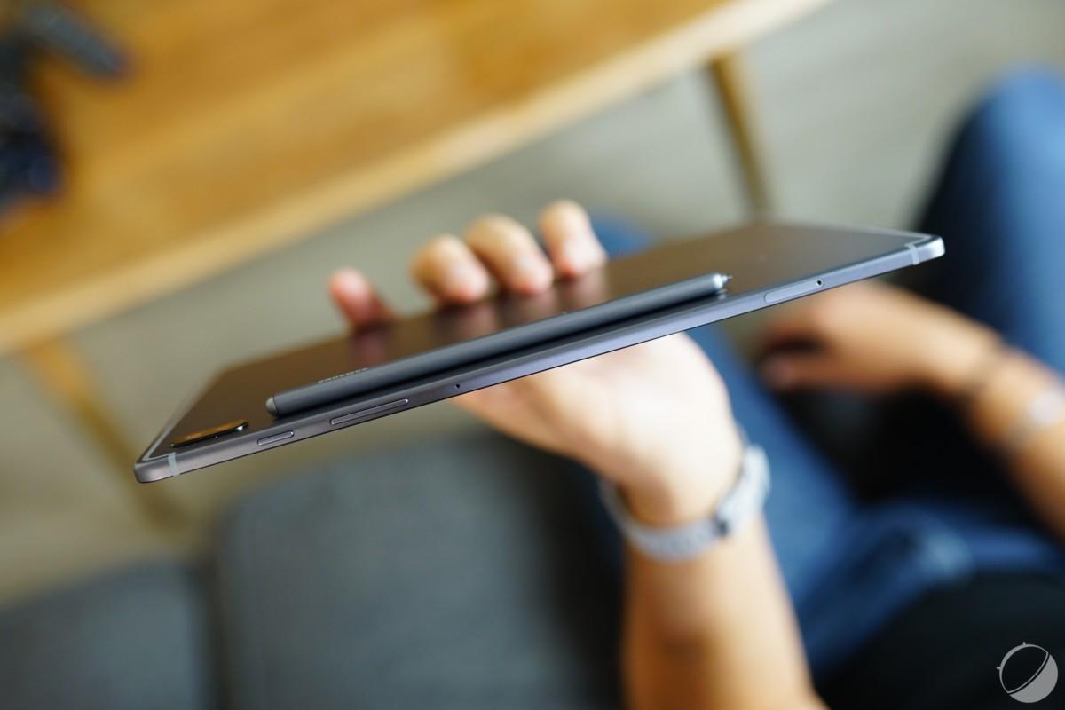 Le S Pen s'aimante au dos de la Galaxy Tab S6