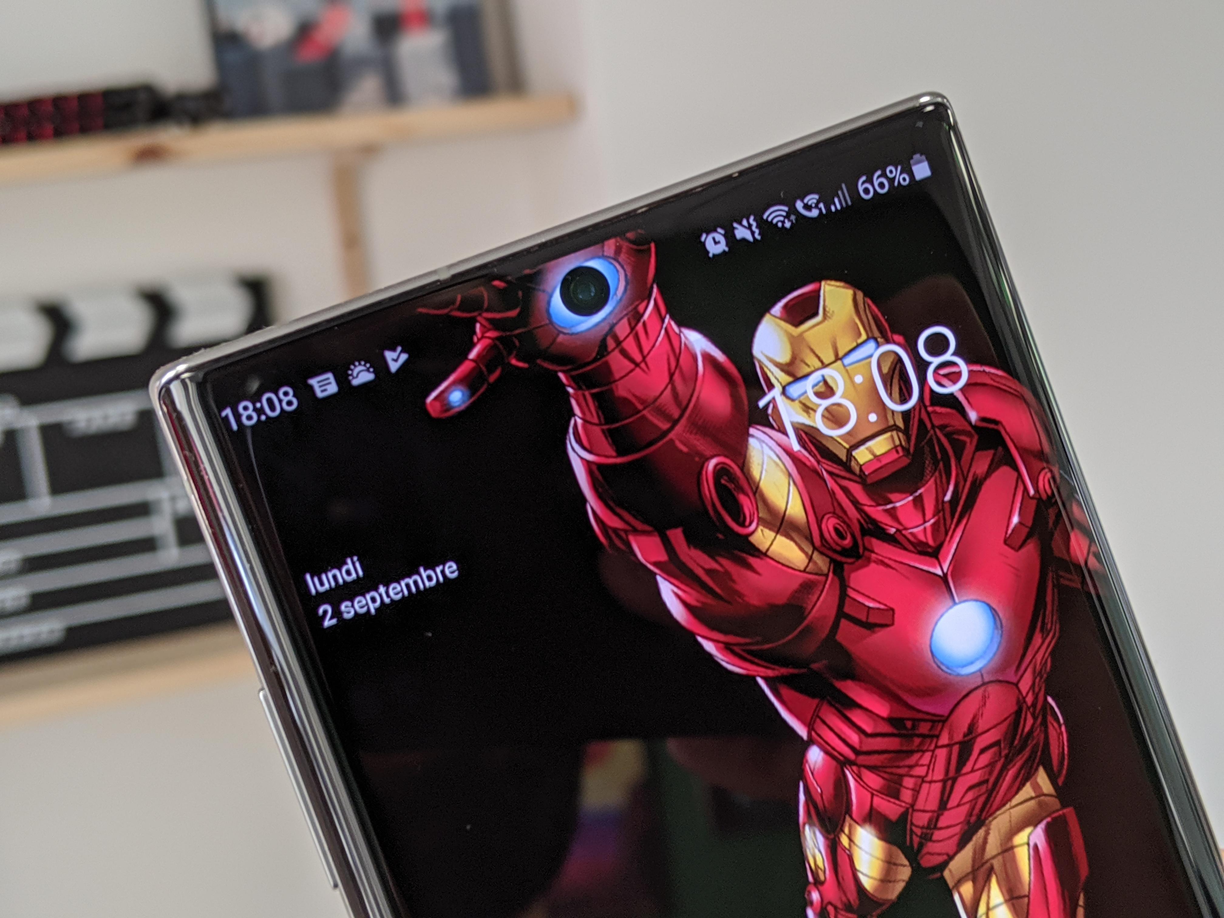 Samsung Galaxy Note 10 Camouflez Le Trou Dans L Ecran Avec