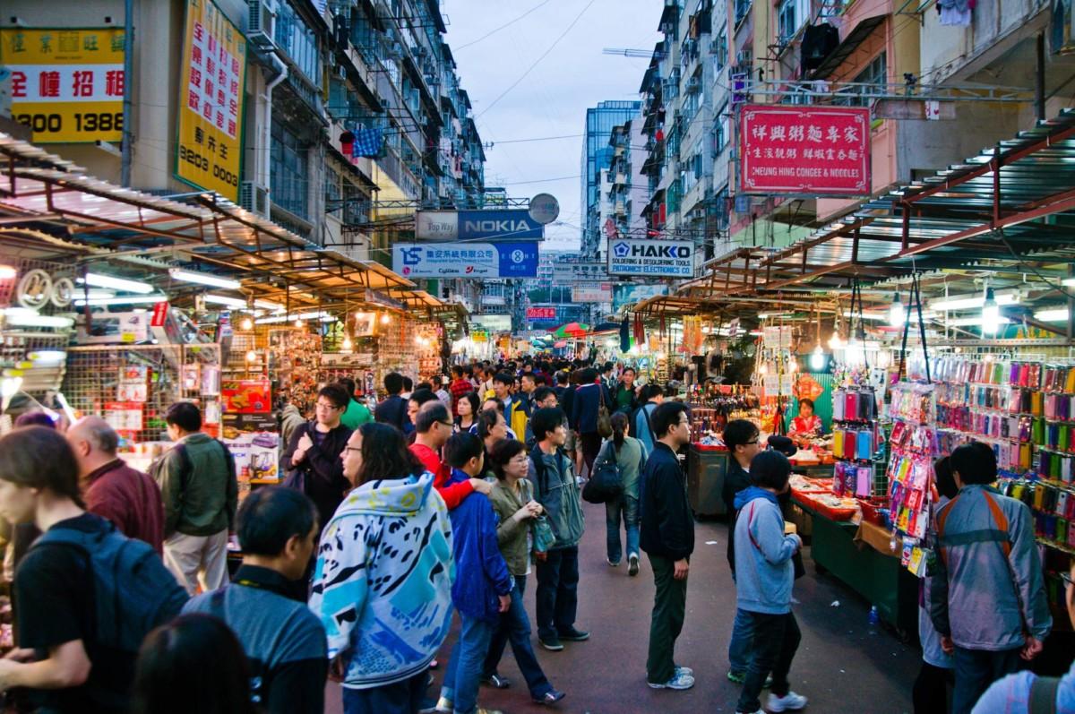 Le marché aux produits électroniques de Hong Kong. Crédit: Mitch Altman // Flickr