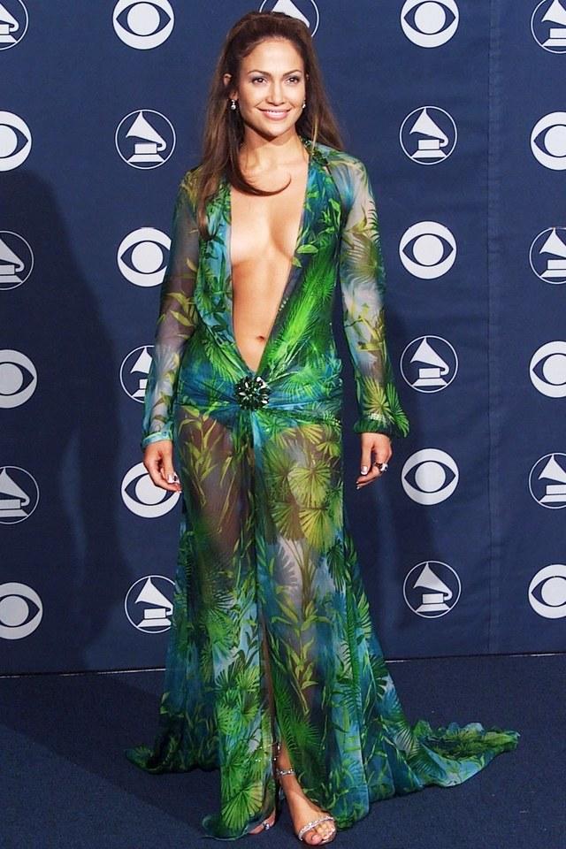 La « Jungle Dress » portée en 2000 par Jennifer Lopez (Crédits image :Rex Features)
