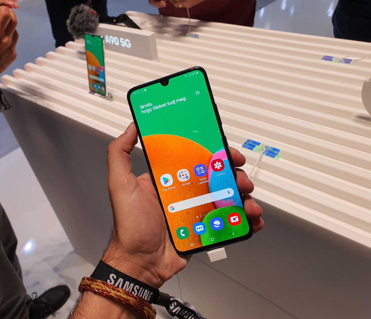 Prise en main du Samsung Galaxy A90 5G : quelles différences avec le Galaxy S10 ?