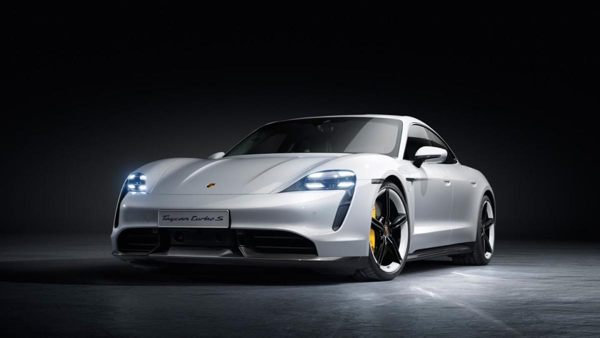 Porsche Taycan officialisée : deux versions Turbo aux prix onéreux