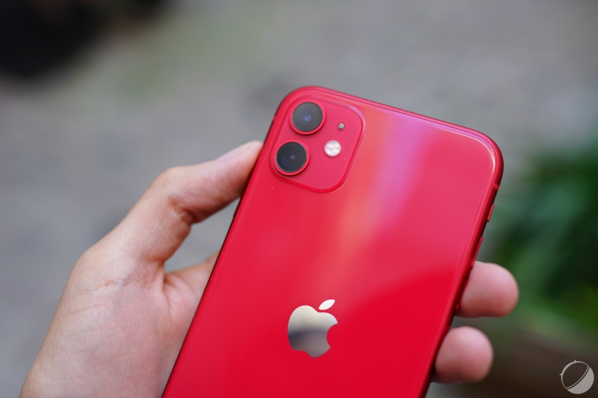 The iPhone 11 is available in red in the mobile.club rental offer.