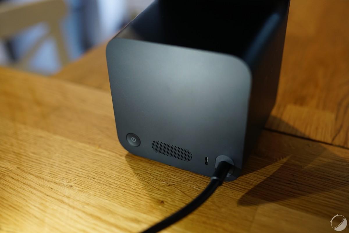 Vous avez également un bouton d'arrêt en plus d'une connectique USB-C