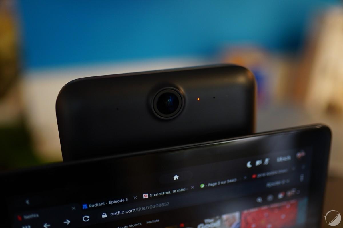 Quand la caméra et les micros sont désactivés la LED est rouge