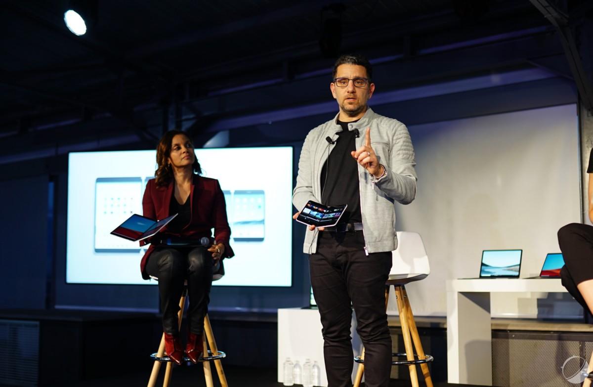 A gauche, Dominique Danaë, Directrice de la communication chez Microsoft France, à droite, Panos Panay, Chief Product Officer chez Microsoft