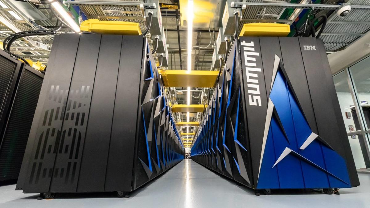 Le superordinateur IBM Summit, le plus puissant au monde. Crédit: Carlos Jones // ORNL