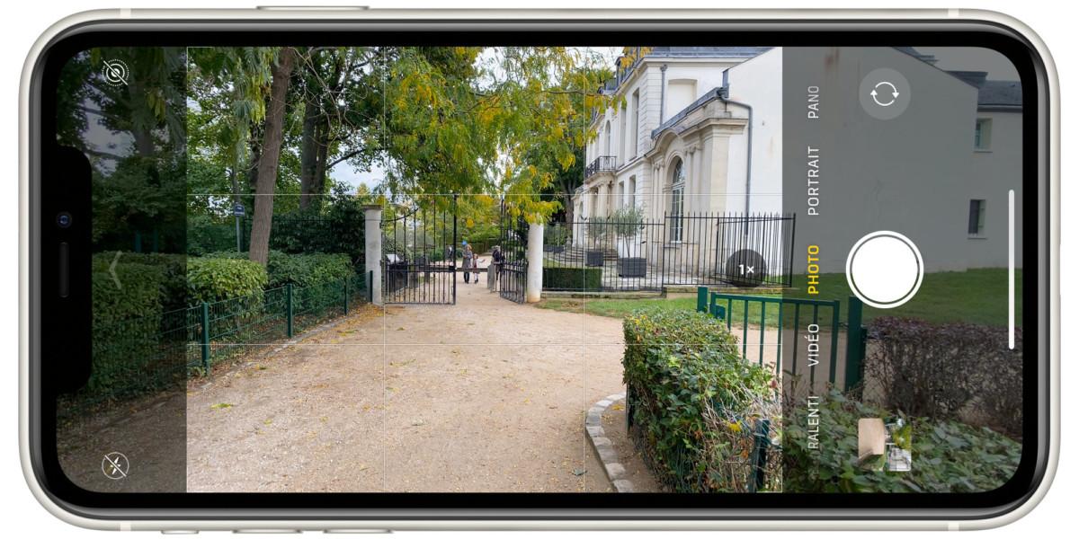 L'interface de la caméra montre à l'avance ce que l'ultra grand-angle «voit»