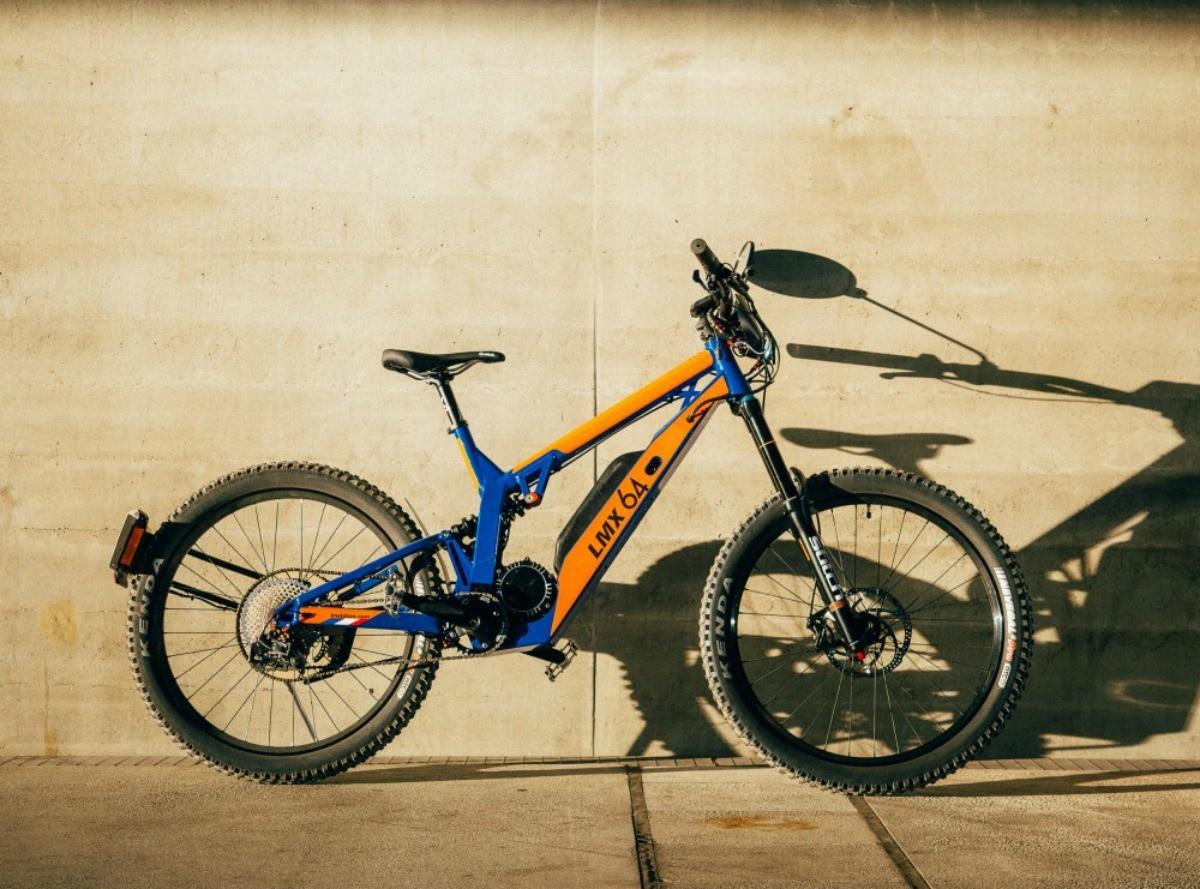 LMX 64H : mi-vélo mi-cyclo, ce deux-roues électrique français grimpe jusqu'à 45 km/h