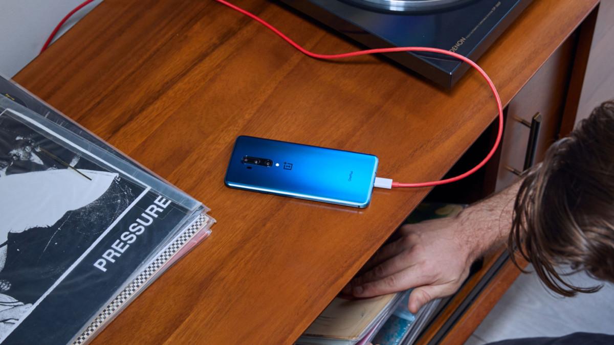 OnePlus 7T Pro branché