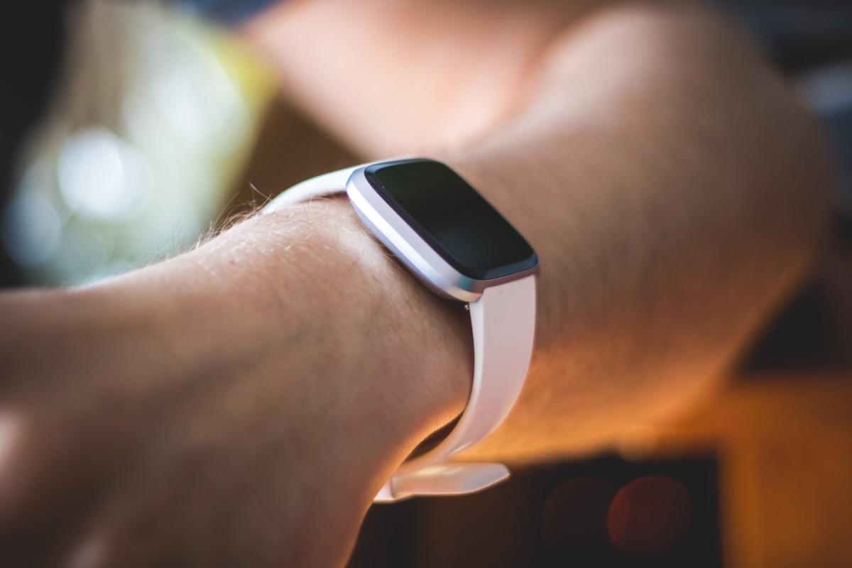 Le Fitbit Versa 2 intègre Amazon Alexa