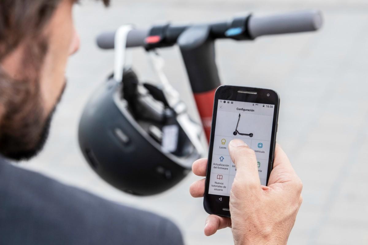 Seat officialise la eXS KickScooter, une trottinette électrique pliable conçue avec Segway