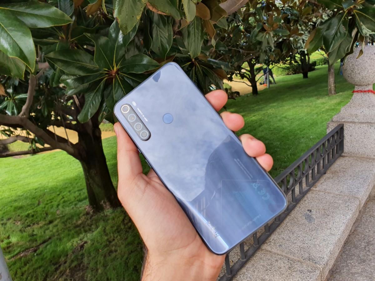 Le dos en verre du Redmi Note 8T
