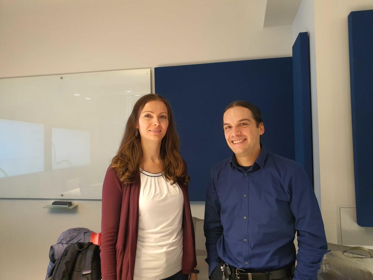 Damien Desfontaines (à droite) aux côtés de Mihaela Ion, développeuse au sein de l'équipe Private Join & Compute chez Google.