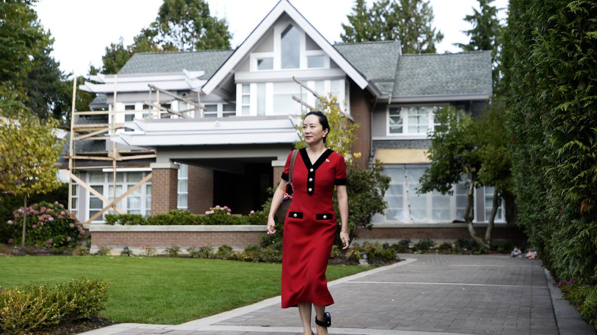 Meng Wanzhou peut sortir de sa demeure lorsqu'elle porte son bracelet électronique à la cheville