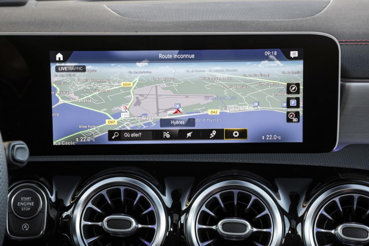 Le système de navigation proposé par Mercedes, bien plus précis par rapport à celui d'autres marques.