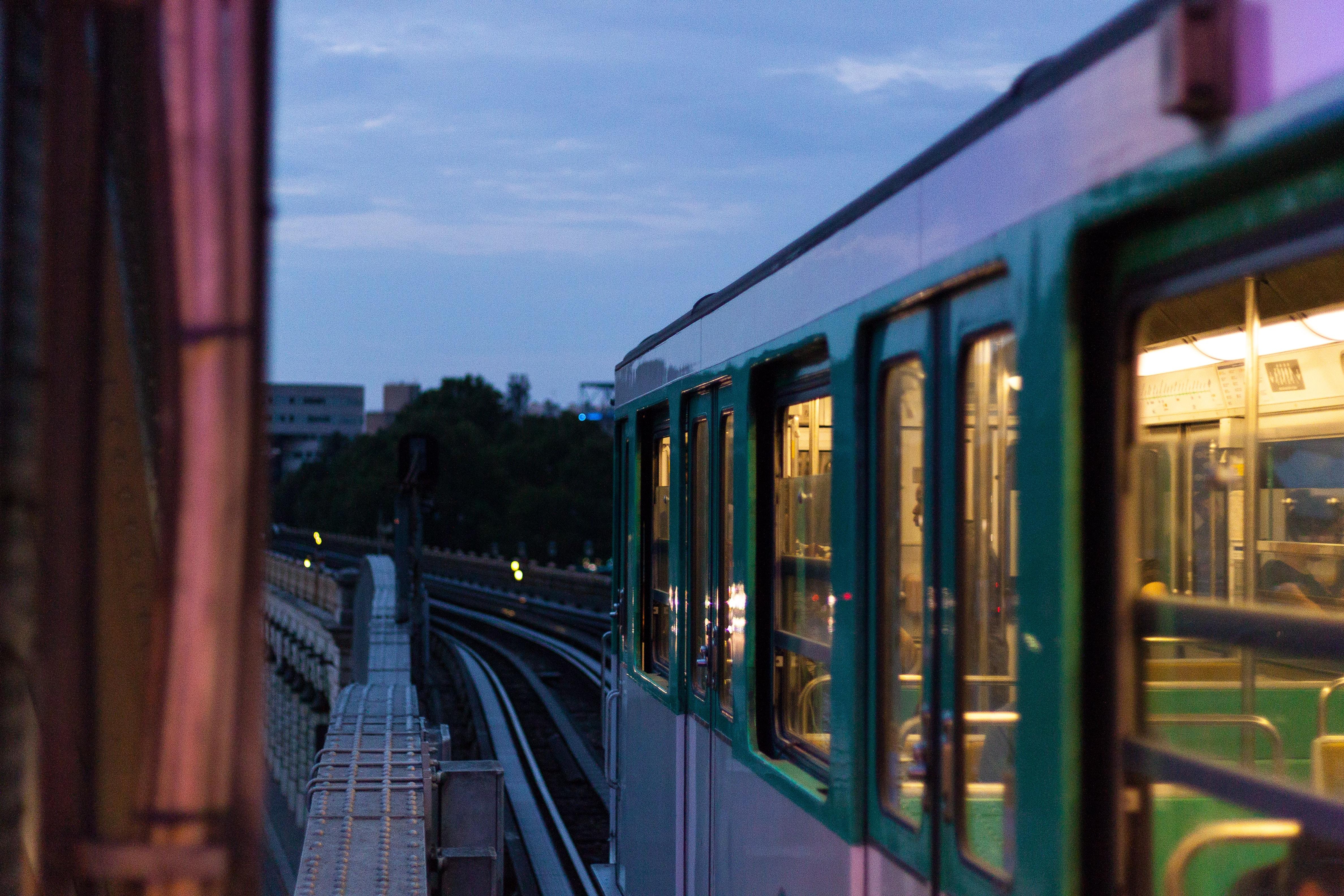 Métro, RER, bus et co-voiturage : pendant les grèves, nous avons testé toutes les applications pour se déplacer