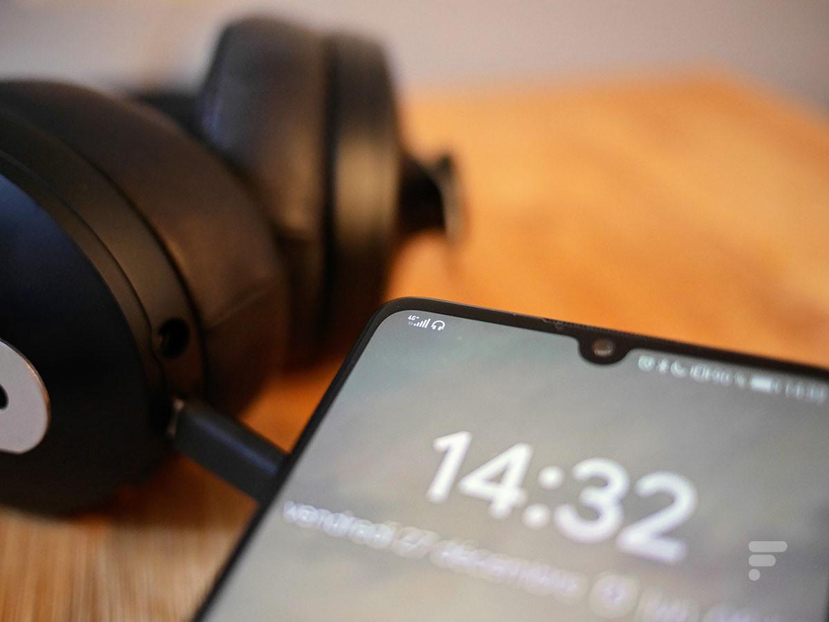 Connecté en USB-C à un smartphone, le Sennheiser Momentum 3 Wireless est reconnu comme casque audio