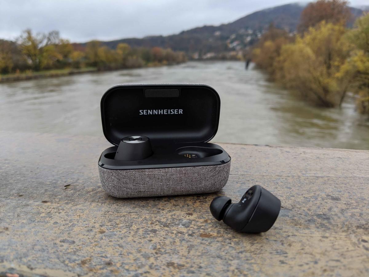 Les Sennheiser Momentum True Wireless et leur étui