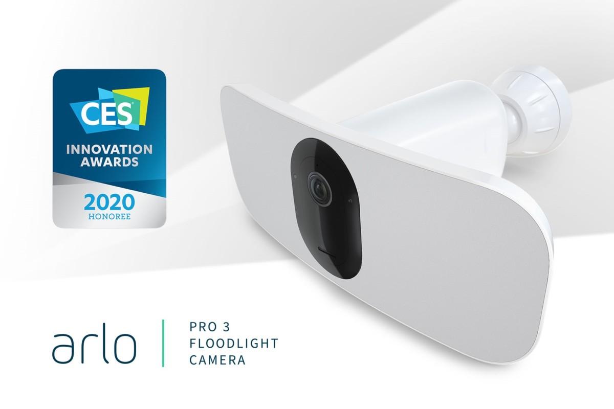 Arlo Pro 3 Floodlight : la caméra de surveillance illumine votre entrée au CES 2020