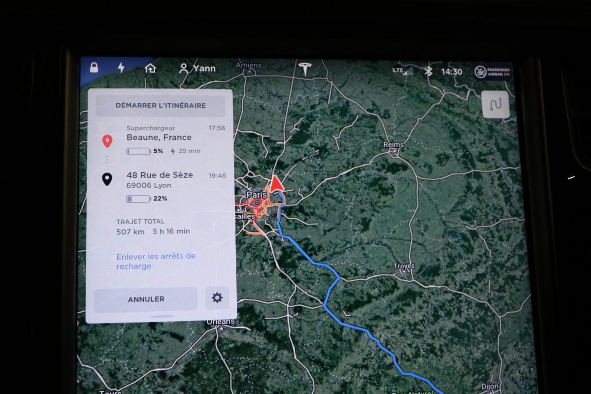 Le trajet proposé par le système de navigation de Tesla, mais que nous ne suivrons pas.