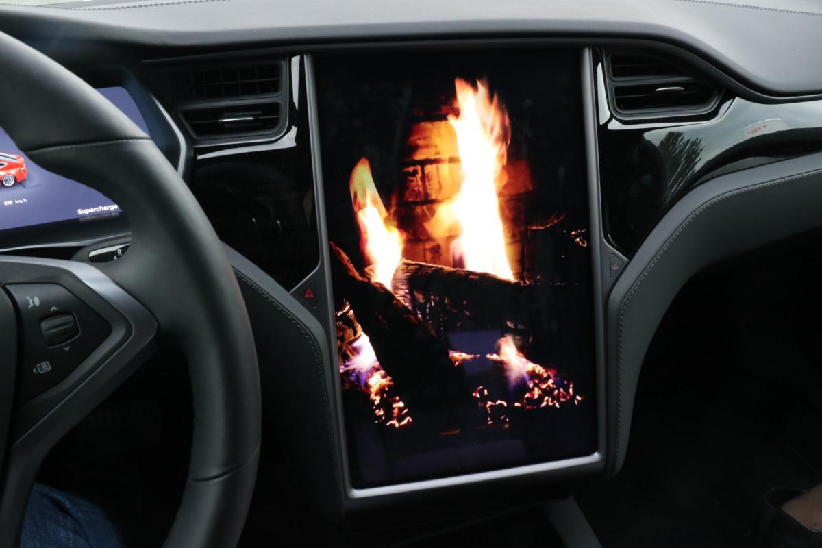 L'application «Feu de cheminée» qui, en plus de lancer une musique romantique, augmente le chauffage pour créer une ambiance que l'on pourrait qualifier de chaleureuse…