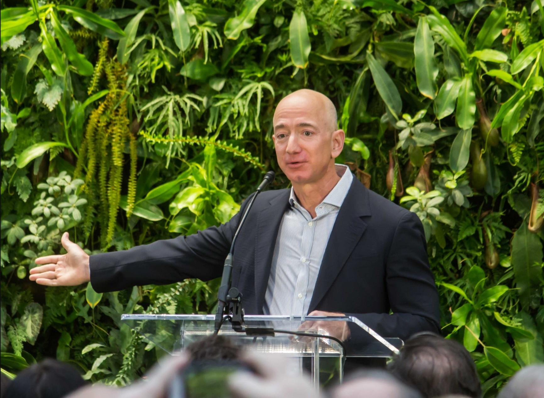 Jeff Bezos, fondateur d'Amazon, quitte son poste de directeur général