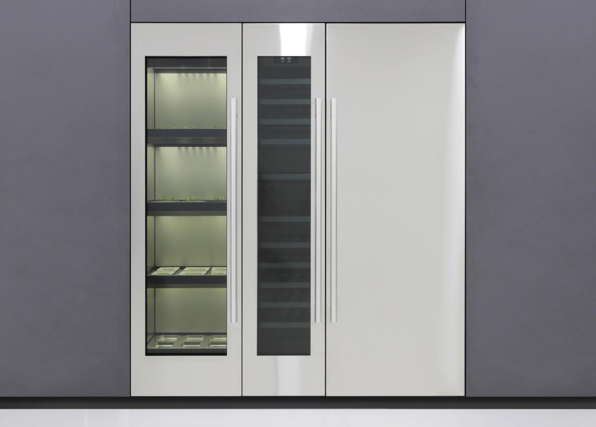LG Indoor Garden. Vous avez également la colonne pour le vin et le frigo.