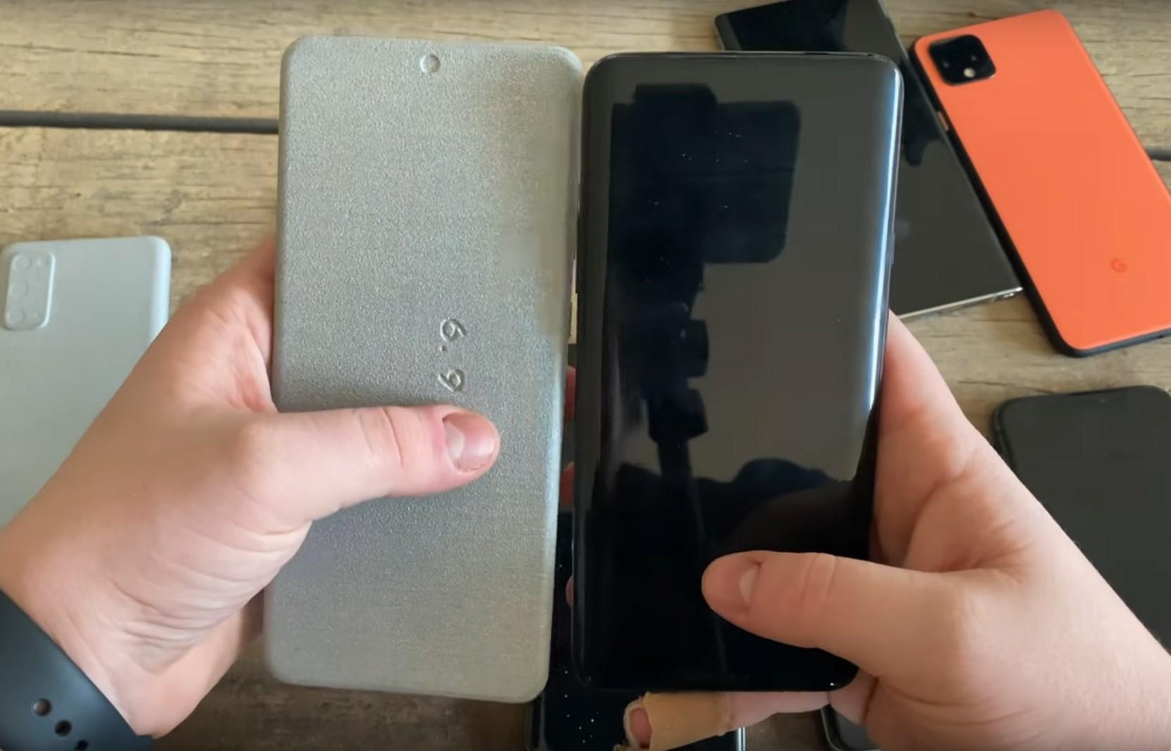 Samsung Galaxy S20, S20+ et S20 Ultra : comparez leurs dimensions avec ces maquettes factices