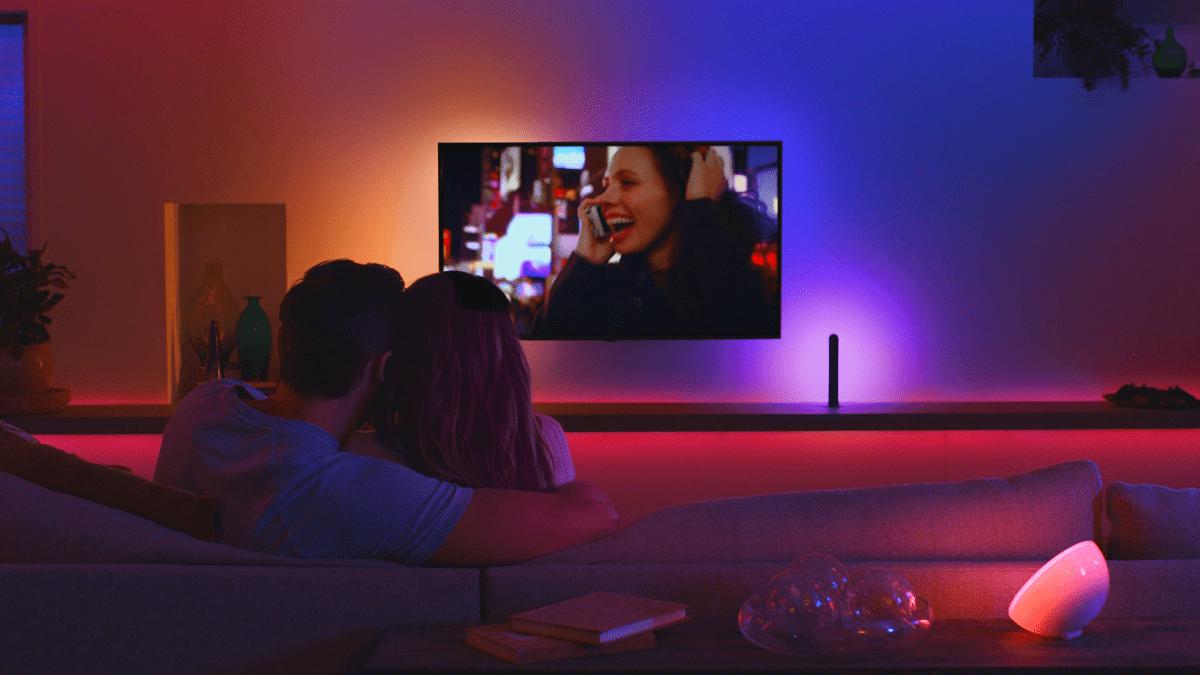 Des lumières connectées au téléviseur grâce au Philips Hue Sync Box