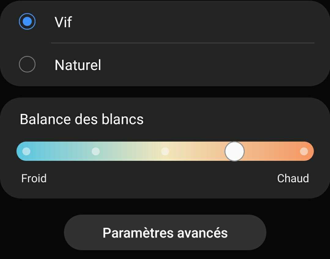 Nous estimons que ce mode vif réglé un cran vers une température chaude offre le meilleur équilibre pour votre confort visuel sur les écrans des GalaxyS20.
