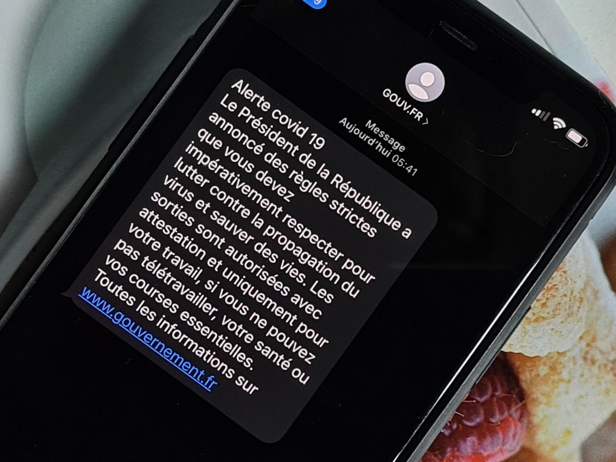 C'est une première : comment le gouvernement a envoyé des millions de SMS pour contrer le coronavirus