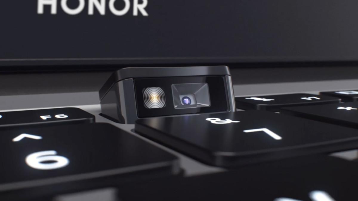 La caméra du PC est logée directement dans le clavier. Il suffit d'appuyer dessus pour la faire sortir.