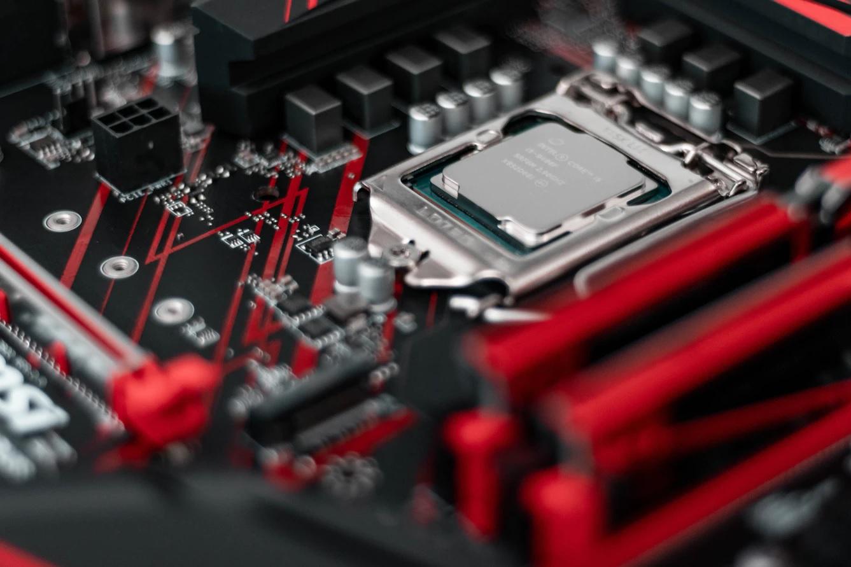 Intel prépare tranquillement Rocket Lake-S, sa prochaine fournée de processeurs de bureau, toujours gravée en 14nm… un procédé exploité depuis plus de 6ans // Crédit : Christian Wiediger / Unsplash