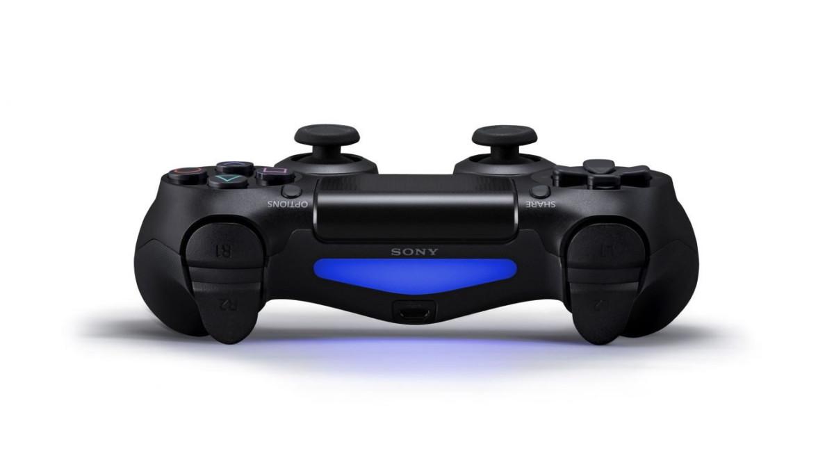 La DualShock 4 vue de dos avec sa LED bleue