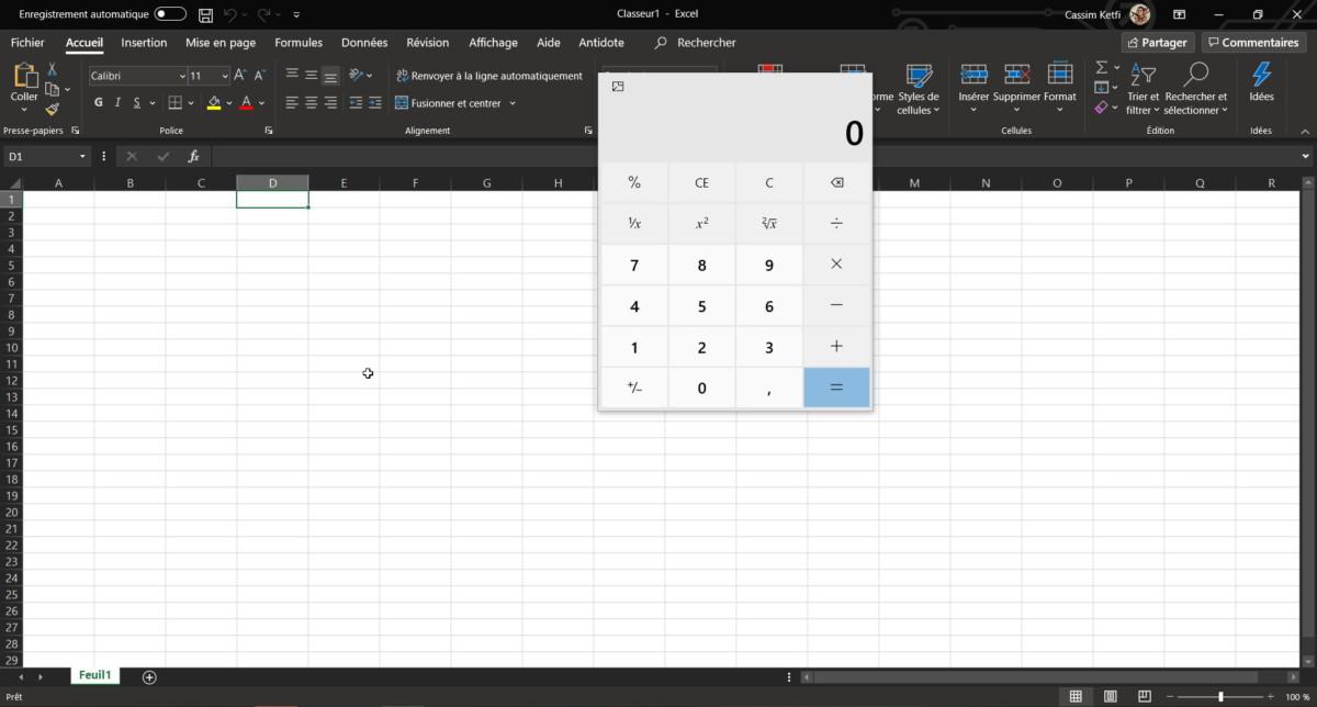 La calculatrice devant une fenêtre Excel