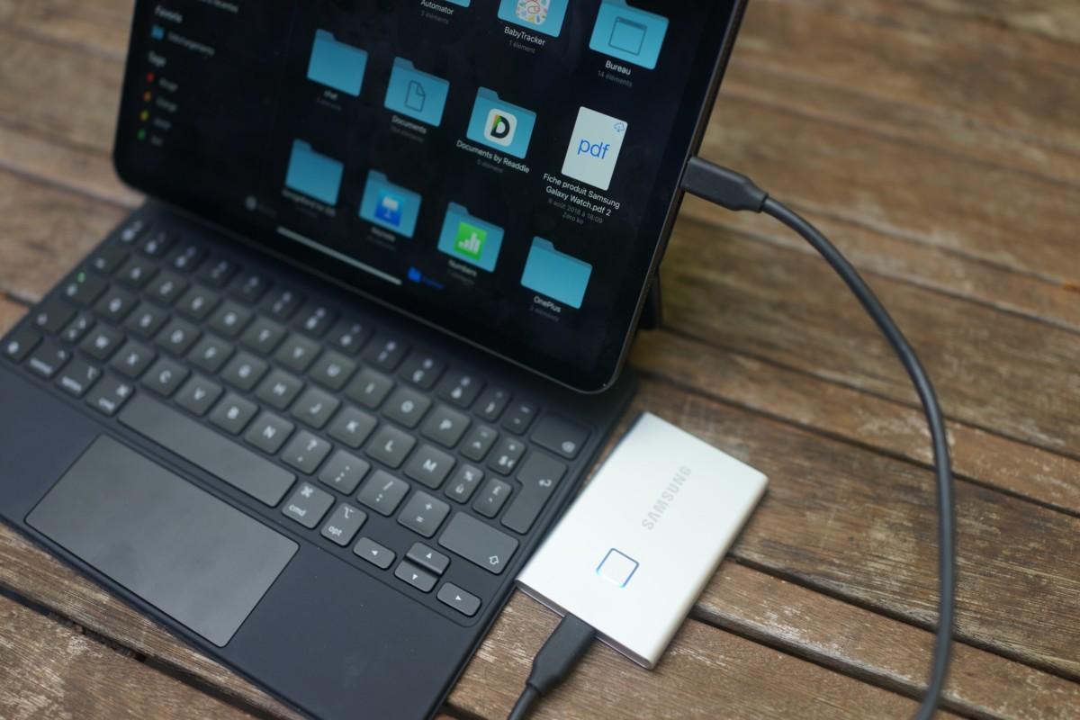 Il faudra brancher votre SSD portable par là