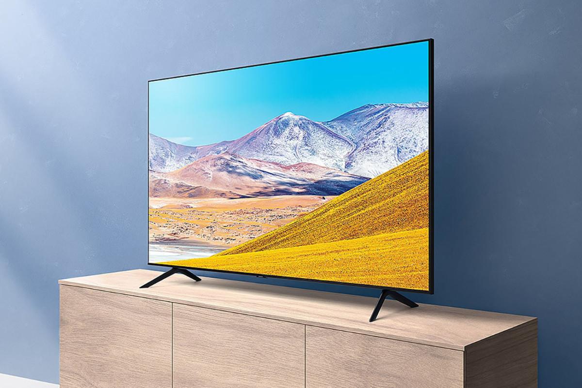 Le téléviseur Samsung TU8005 proposé avec l'offre de SFR