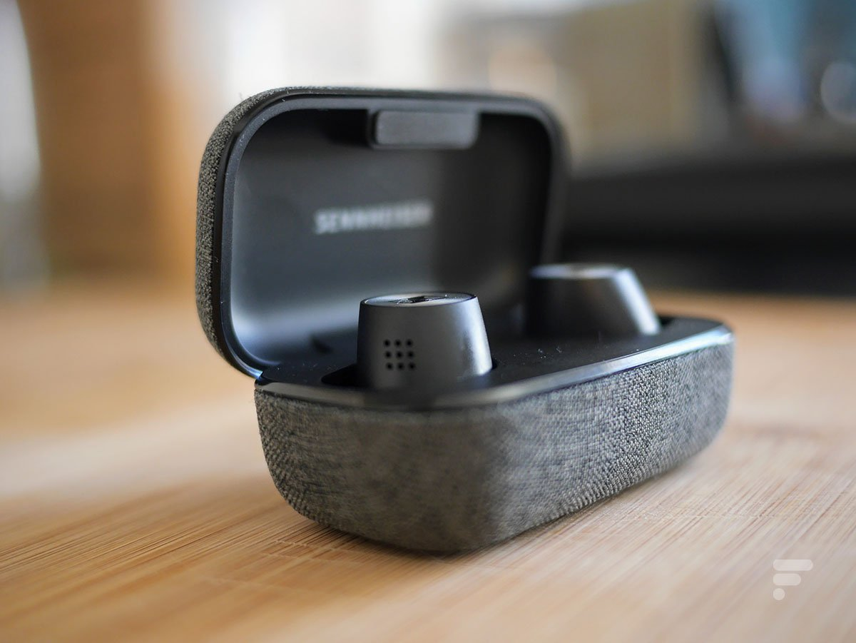 Les Sennheiser Momentum True Wireless 2 se rechargent dans leur boîtier